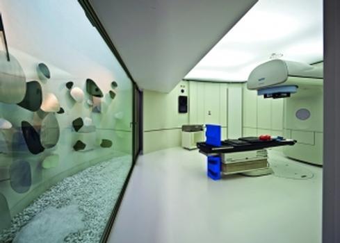 Bild4. Bestrahlungsraum: Tageslicht wird über einen Innenhof hereingeleitet (Fotos: Caparol Farben Lacke Bautenschutz/M. Duckek)