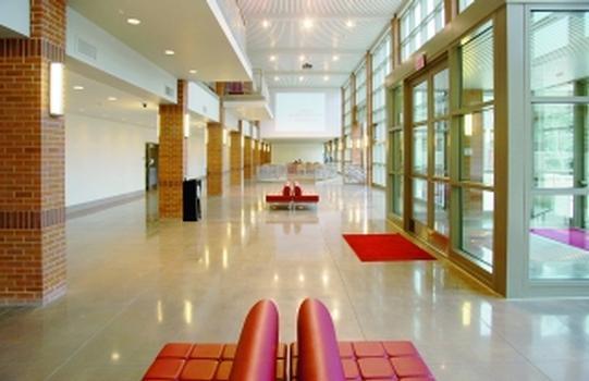 """Retroplate-Boden im Student Center Manhattanville College (2008 Gewinner des Preises """"Green Education Design Showcase"""")"""