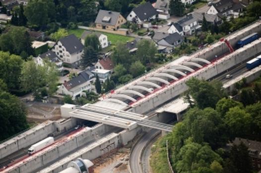 Kostengünstiger als ein Tunnel und dennoch effektiv – Lärmschutzeinhausung Lövenich (A1) geht der Vollendung entgegen
