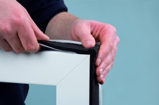 ISO-BLOCO One u. One Control können alter. zum stumpfen Stoss durch eine Schlaufenausbildung an den Ecken umlaufend mont