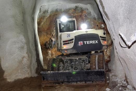 Der TW110-T in den engen Stollen und beim Auffahren in der Grube Clara
