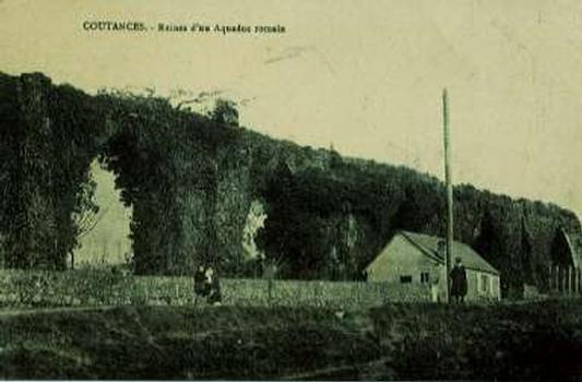 Ruinen des Aquäduktes in Coutances (Postkarte)