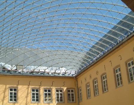 Dach über den Innenhof der Abtei Neumünster in Luxemburg.