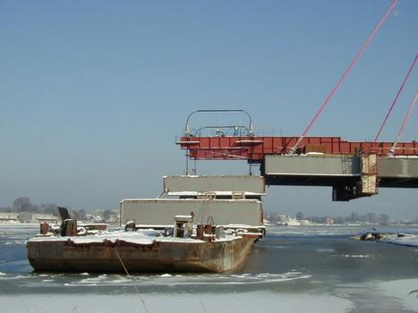 Sucharskiego Bridge: Shipping and Mounting of a section of the deck