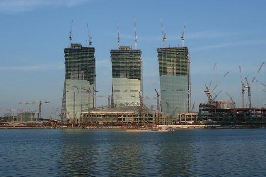 Three 55-storey hotel towers are being built at Marina Bay Sands in Singapore; it is on top of these towers that the Sky Park will be created – gardens, swimming pool, restaurants and bars resting on 17 spherical bearings