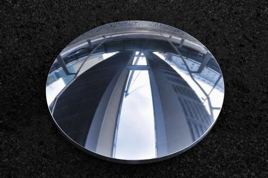 Calottes made of the new sliding alloy MSA® owe their shine to a special surface treatment. Not only do they exhibit superior resistance to corrosion compared with hard chromium-plated surfaces, they are also resistant to aggressive industrial atmospheres