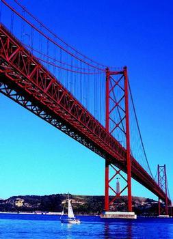 """Die """"Ponte 25 de Abril"""" verbindet Lissabon mit Almada"""