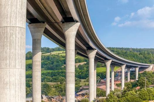 Blick auf die neue Sinntalbrücke