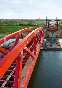 Floating in and lifting the new Ijssel bridge near the Dutch city of Zwolle called for precision work
