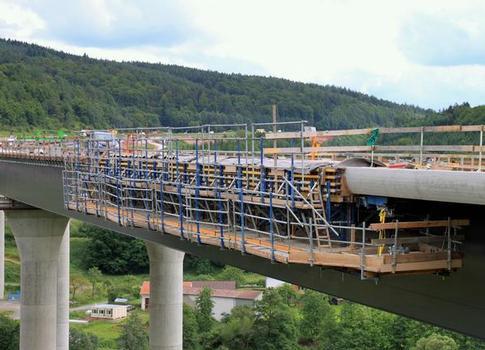 Präzision und Schnelligkeit sind beim Doka-Schalwagen TU an der Sinntalbrücke kein Widerspruch
