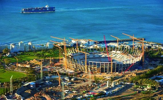 Das Greenpoint Stadion in Kapstadt war 2010 Austragungsort von acht WM-Begegnungen – und eines von vier Stadien in Südafrika, die mithilfe von PERI-Schalungs- und Gerüstsystemen fertig gestellt wurden