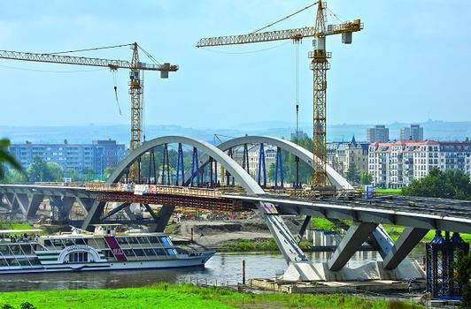PERI planned and supplied the formwork solution for the construction of the superstructure of the steel composite bridge. When completed, the road bridge connects the eastern and southern districts of the city with areas in the north of Dresden.
