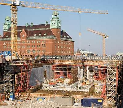 The PERI tunnel formwork solution allows construction of the Malmö city tunnel in 10-day cycles. Bottom plate and external walls can be completed in one operational sequence – the tunnel slab is subsequently constructed using two PERI slab formwork carriages