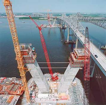 Using PERI ACS (Automatic Climbing System) and PERI VARIO GT 24 wall formwork these concrete piers are steadily rising over the Cooper River in weekly cycles