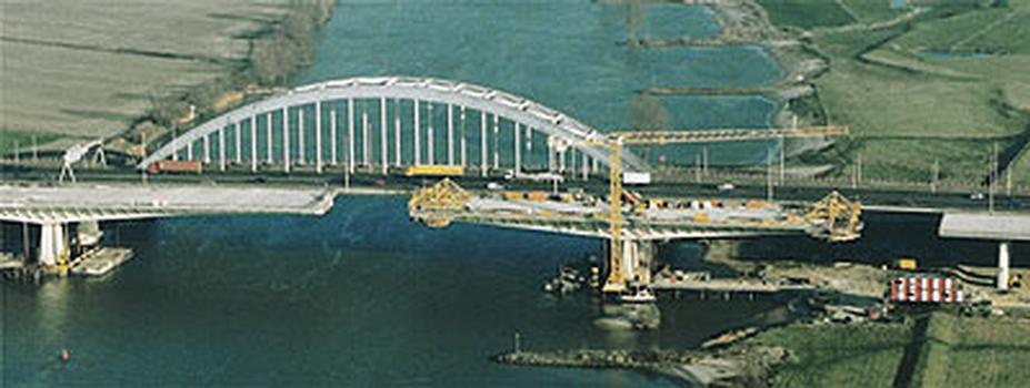 Deuxième pont sur le Lek