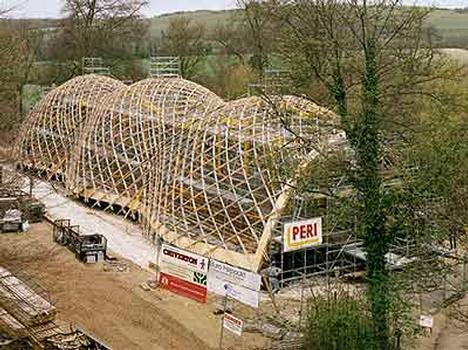 The Weald & Downland Museum, West Sussex, UK, has another building attraction. : The PERI scaffolding solution created the ideal conditions for an economical and safe working sequence in the building of the timber construction of this extraordinary roof supporting structure