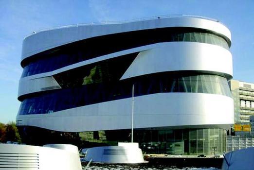 Mercedes-Benz Museum Stuttgart: Außenfassade mit 8500 m² Glas