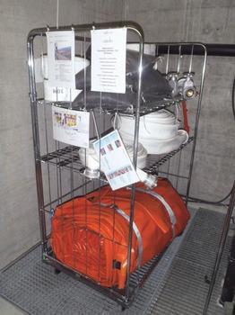 Abbildung 5: Bestückter Rollwagen mit Schlauchdämmelement und Zubehör