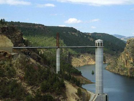 Passerelle d'accès du reservoir de Fardes