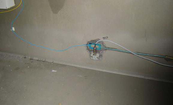 Dehnmessstreifen und faseroptischer Sensor zur Messung von Schwingungen