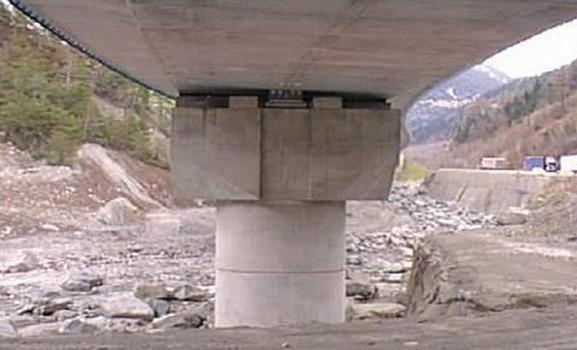 Mit PDSs ausgerüstete Betonbrücke