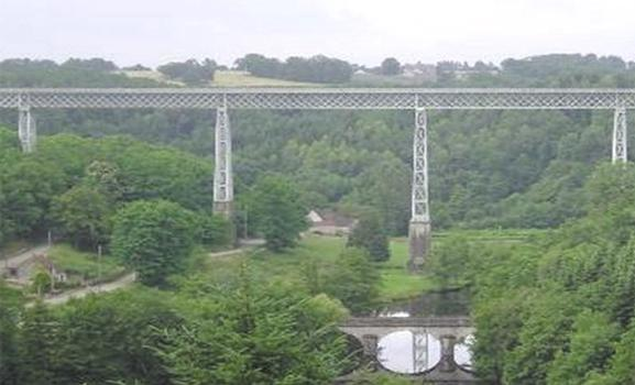 Steel bridge equipped with Shock Transmission Unit