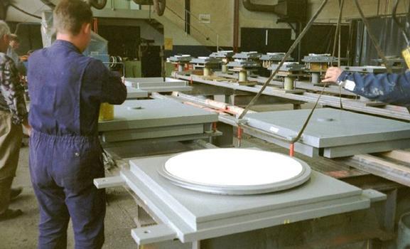 La fabrication d'appuis à embase sphérique mageba se fait dans ses propres ateliers