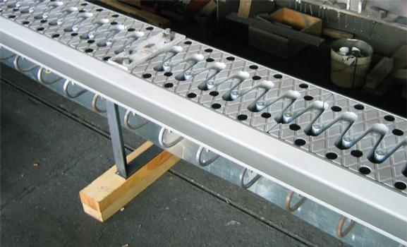 Montage terminé d'un joint cantilever galvanisé