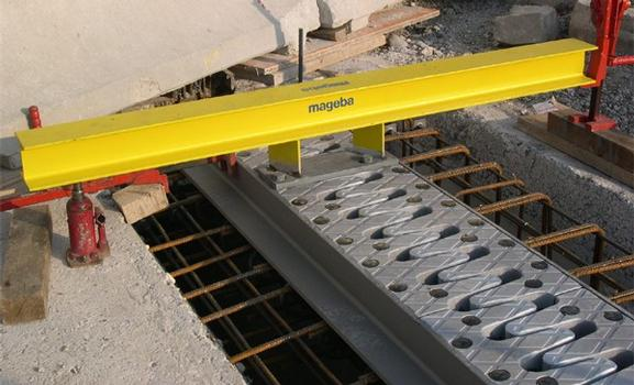 Installation of the Cantilever Finger Joint using a special installation rig