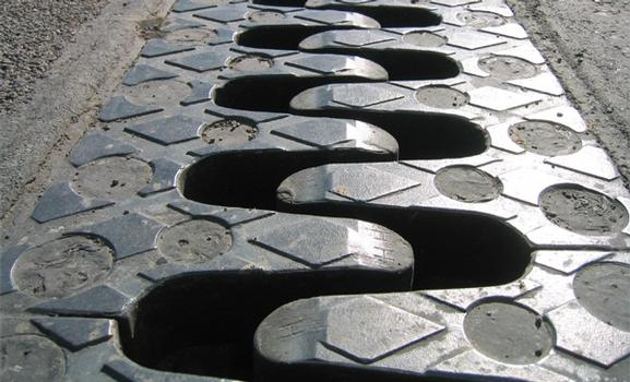 Skid resistant surface due to a machined diamond tread pattern