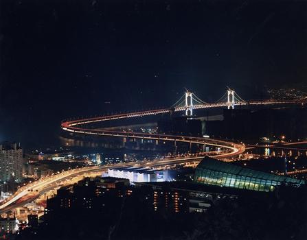 Grosse Kwang-Ahn-Brücke in Busan