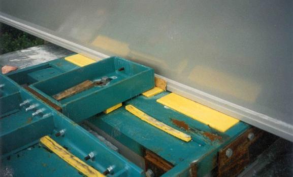 La partie supérieure de l'appui pour le poussage de pont est dotée d'un élément en caoutchouc et PTFE pour le déplacement