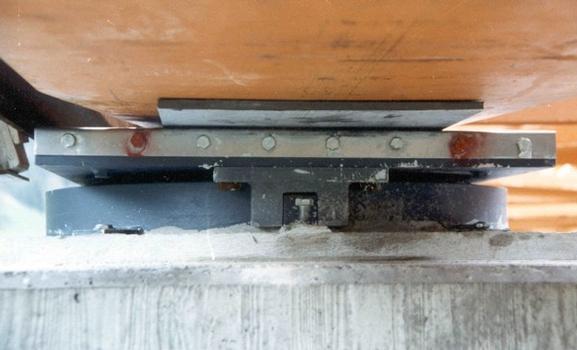 Appui pour poussage de pont entre les piles et la superstructure