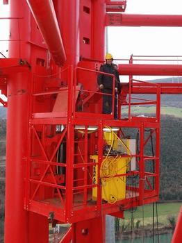 Système hydraulique télescopique prêt pour soulever d'un pas de 1000 mm la palée provisoire du viaduc de Millau