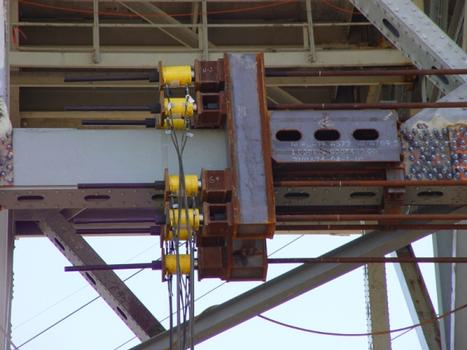 Chicago Skyway Rehabilitation : A hydraulic bottom chord replacement in progress