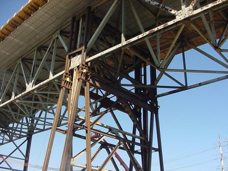 Chicago Skyway Rehabilitation : Pier and support replacement required construction of temporary support structures on each side of the original support