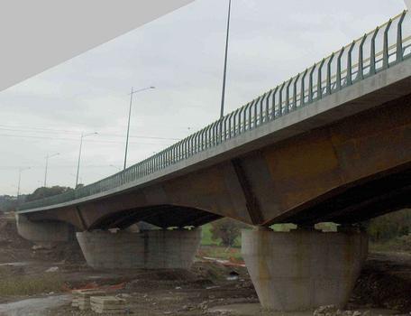 Crescenza-Brücke Die Brücke ist in beiden Richtungen für den Verkehr freigegeben