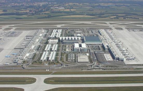 Munich Airport: Passenger area with aprons