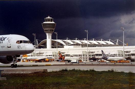 Aéroport de Munich: Tour de contrôle, Aérogare 1