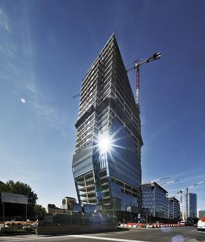 Das höchste Gebäude aus Stahl in Italien: Das Bauwerk umfasst 30 Etagen, inklusive 3 Techniketagen, sowie zusätzlich 4 Untergeschosse