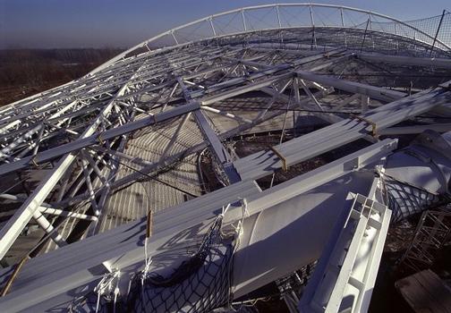 Zentralstadion Leipzig Stadiondach vor der Deckung