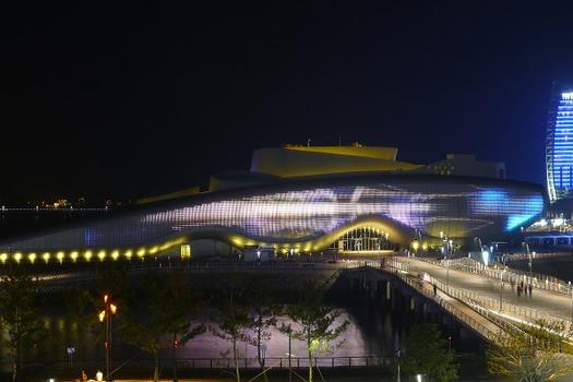 One Ocean Thematic Pavilion (Expo 2012), Yeosu, South KoreaLamella façade at night with LED lighting : One Ocean Thematic Pavilion (Expo 2012), Yeosu, South Korea Lamella façade at night with LED lighting