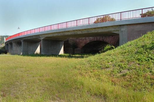 Saalebrücke Naumburg-Roßbach (B 180) - Ansicht aus Richtung Süd in Bauwerksflucht