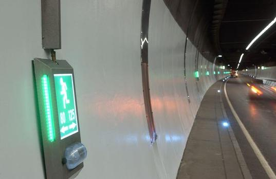 Die neue Beschichtung auf ca. 14.000 Quadratmetern bringt Helligkeit und damit Si-cherheit in den Heslacher Tunnel