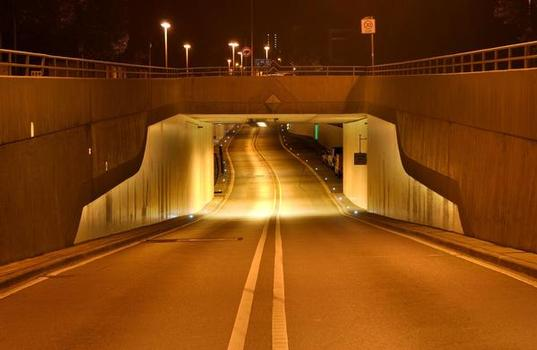 Auch ein zweiter Stuttgarter Tunnel, der B295-Tunnel in Stuttgart-Feuerbach, erhielt zur selben Zeit eine Wandbeschichtung mit Sikagard-260 WPU.