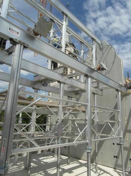 Überwiegend Komponenten des Alu-Schalungsgerüstes Ischebeck Titan. Für Stabilität und Belastbarkeit: Alu-Träger 225 und 160 in unterschiedlichen Längen, Alu-Spindelstützen Gr. 2 und Gr.4 mit Rahmen