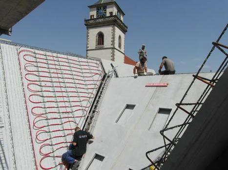 Das Dach: Betonkonstruktion aus Halbfertigteilen mit teilweiser Betonkernaktivierung