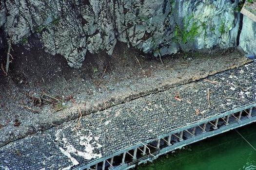 Dämpfungssystem mit Altreifen bei Felsreinigungen am Lopper