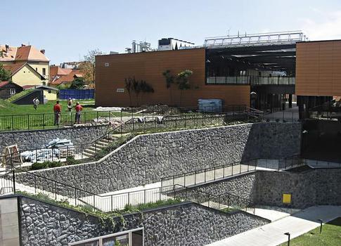 Das gesamte Dach des Kaptol Centars in Zagreb ist als durchgängig intensive Gartenlandschaft gestaltet
