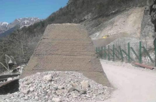 Steinschlagschutzdamm mit DUNA-System